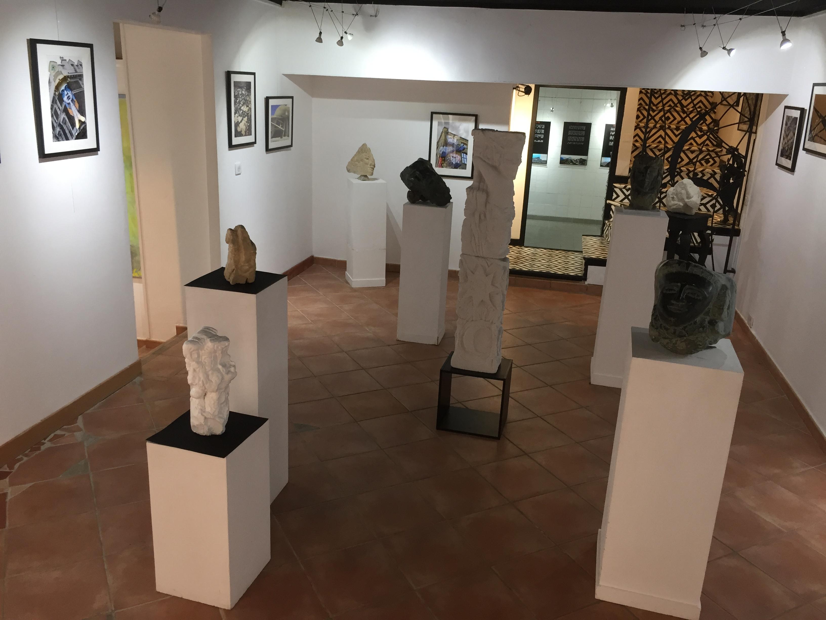 Sculptures, photos, peintures garnissent la galerie Noir et Blanc à Bastia