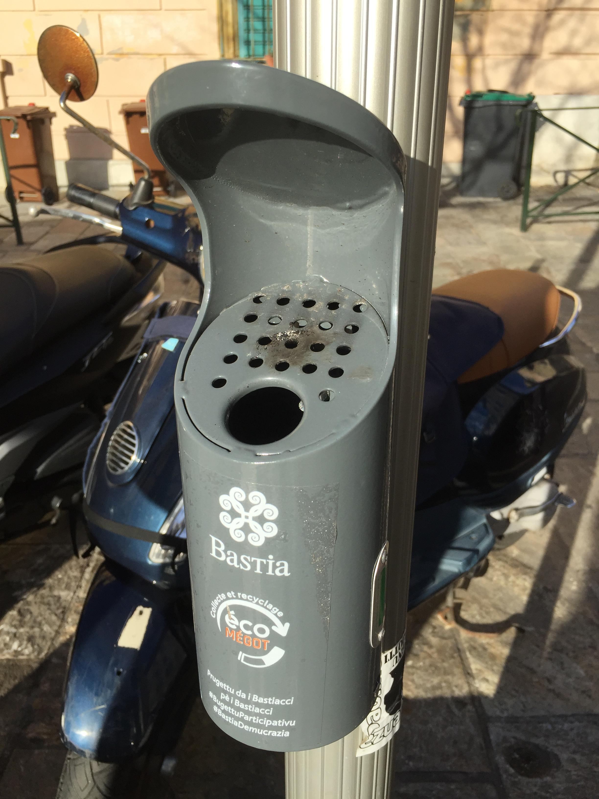 La ville de Bastia a déjà installé une quarantaine de cendrier dans toute la ville