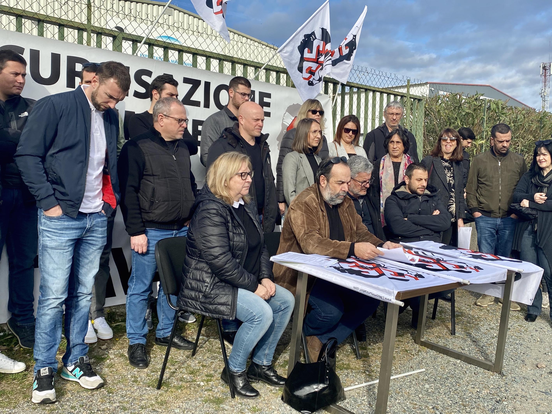 Le personnel de Engie-Cofely de Bastia pendant la conférence de presse