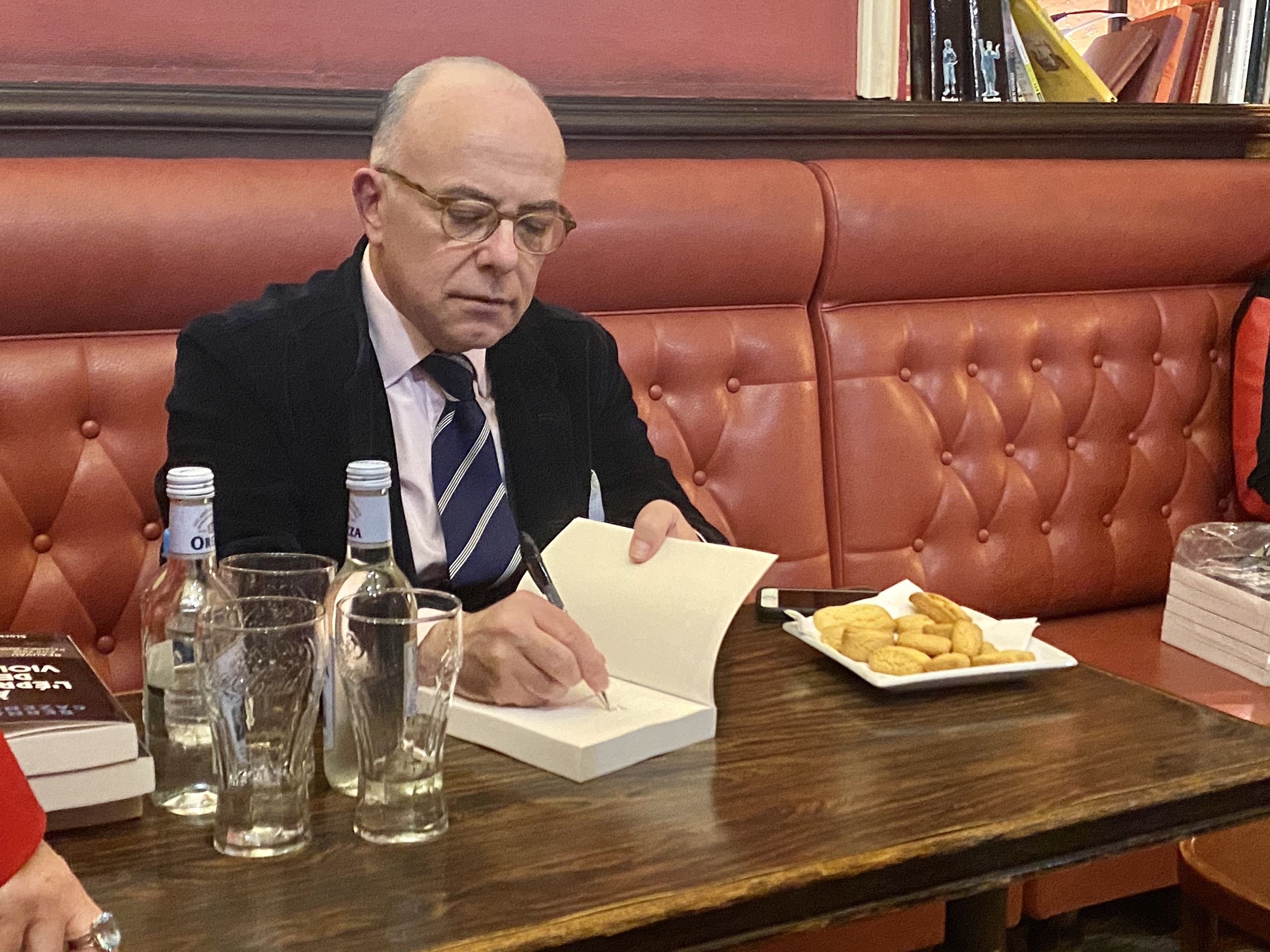 """L'ancien Premier ministre Bernard Cazeneuve évoque, à Bastia, la """"terrible épreuve du terrorisme"""""""