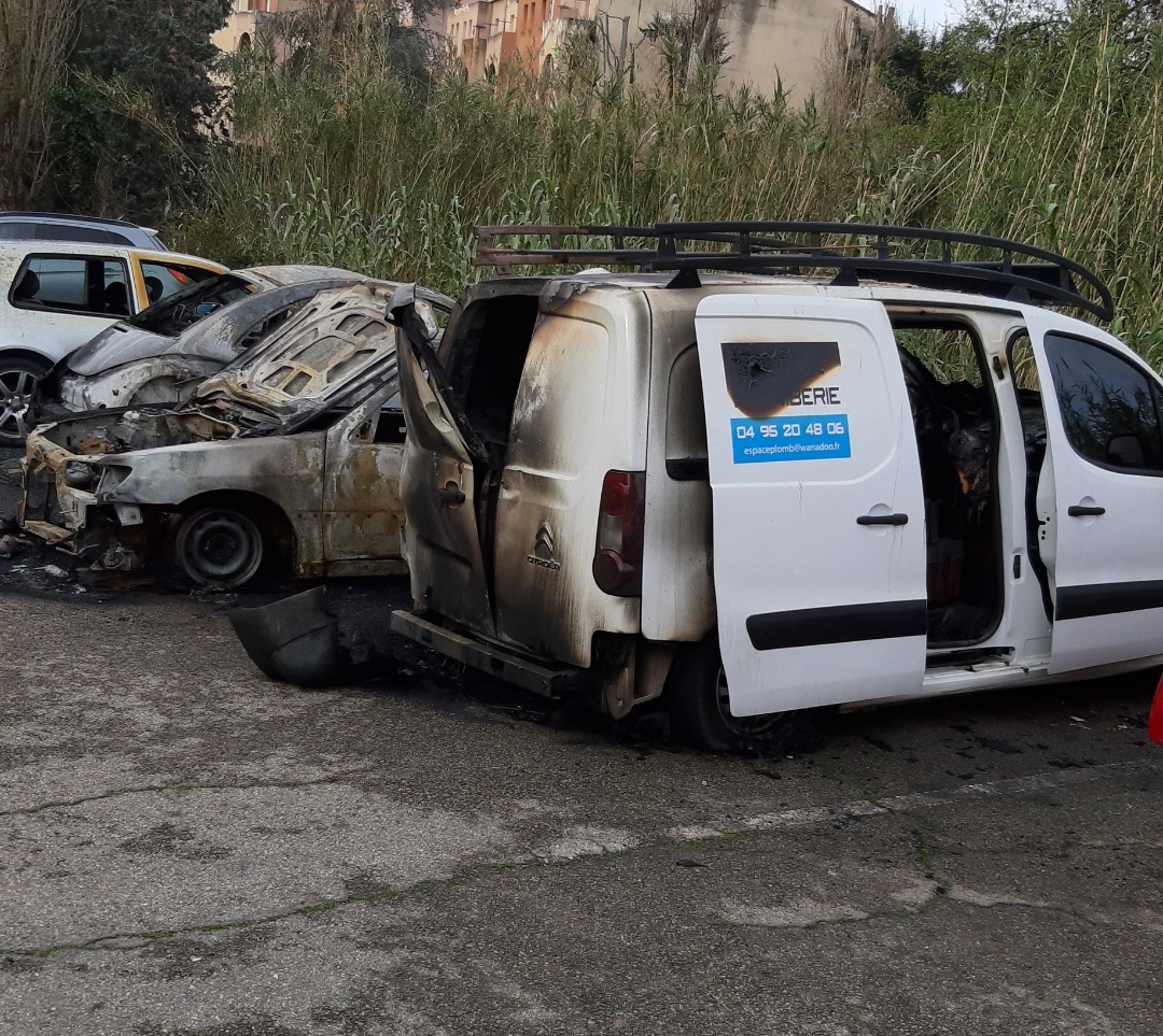 Encore trois véhicules incendiés dans la nuit à Ajaccio
