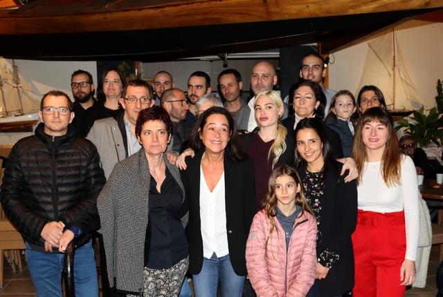 Claudine Orabona (au centre) entourée de colistiers