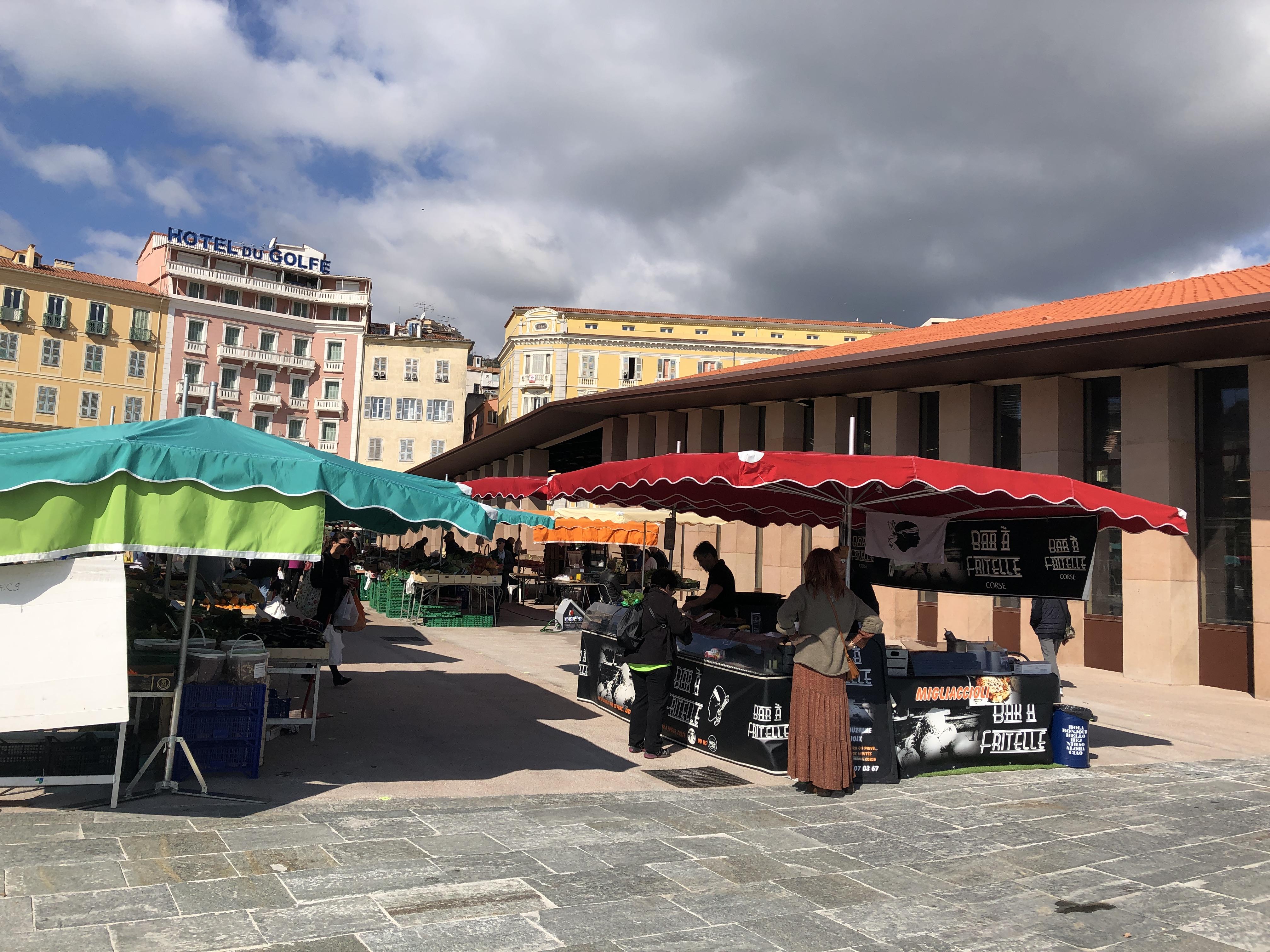 Coronavirus stade 3 : Le marché d'Ajaccio en baisse, les cafés et restaurant fermés