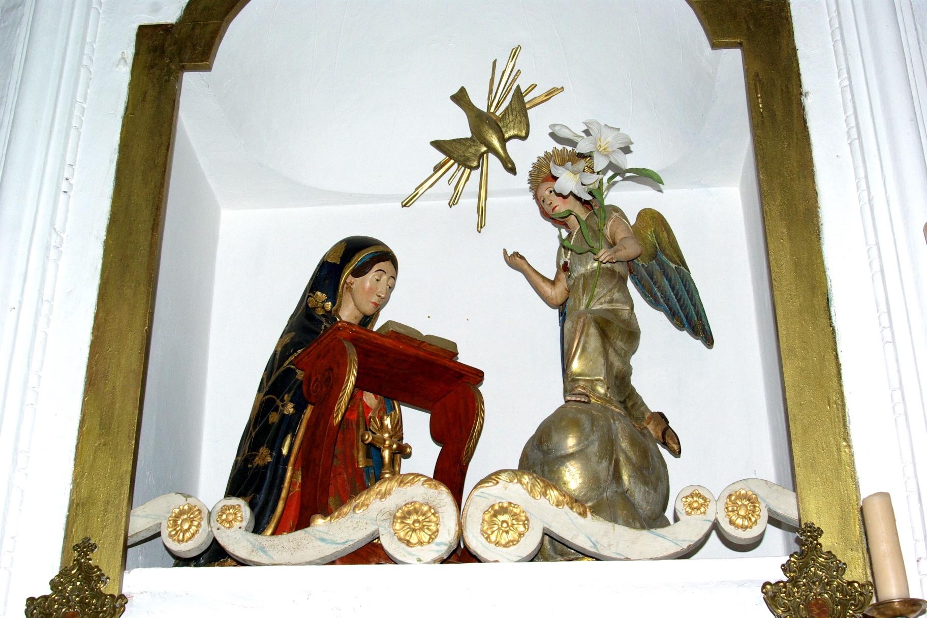 La statue de l'annonciation qui se trouve au dessus du maître autel de la chapelle A Nunziata de Palmentu