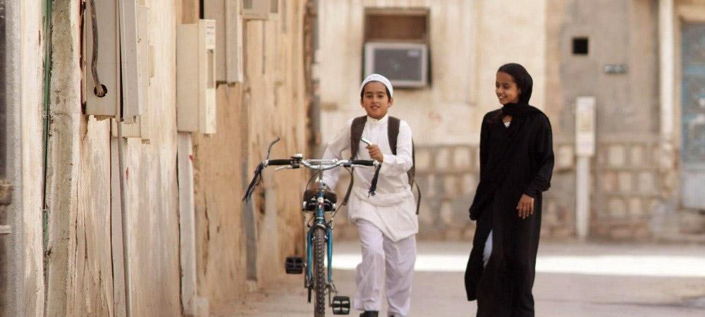 Wadjda rêve d'un vélo pour faire la course avec son pote Abdallah