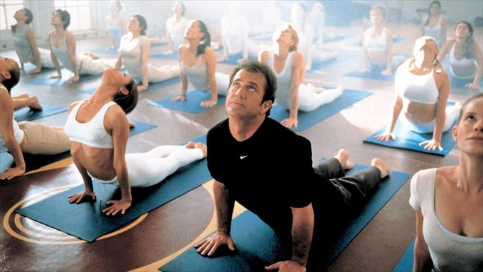 Une séance de yoga pendant le confinement ? Avec Mel Gibson évidement !