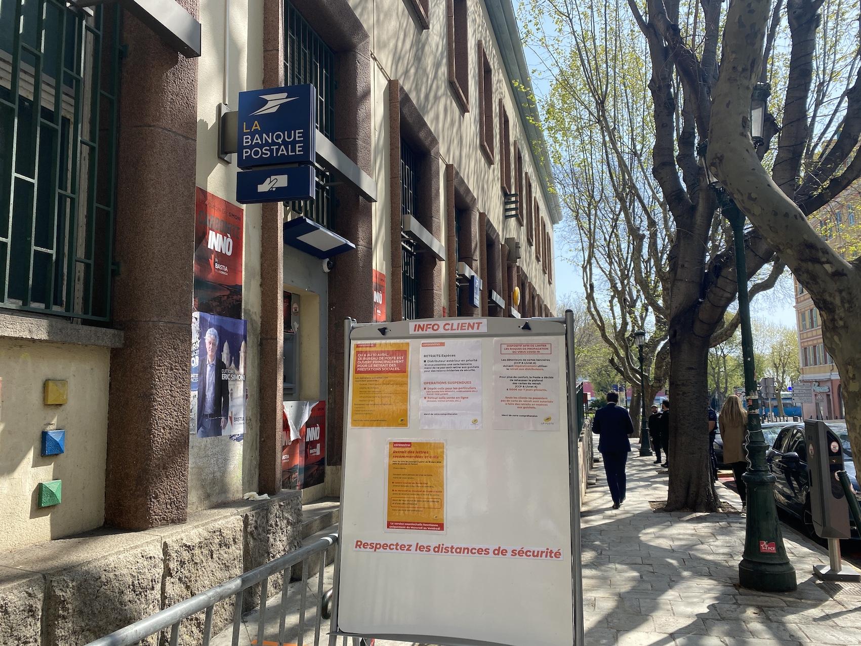 Confinement : En Corse la Poste s'organise pour accueillir les bénéficiaires des prestations sociales