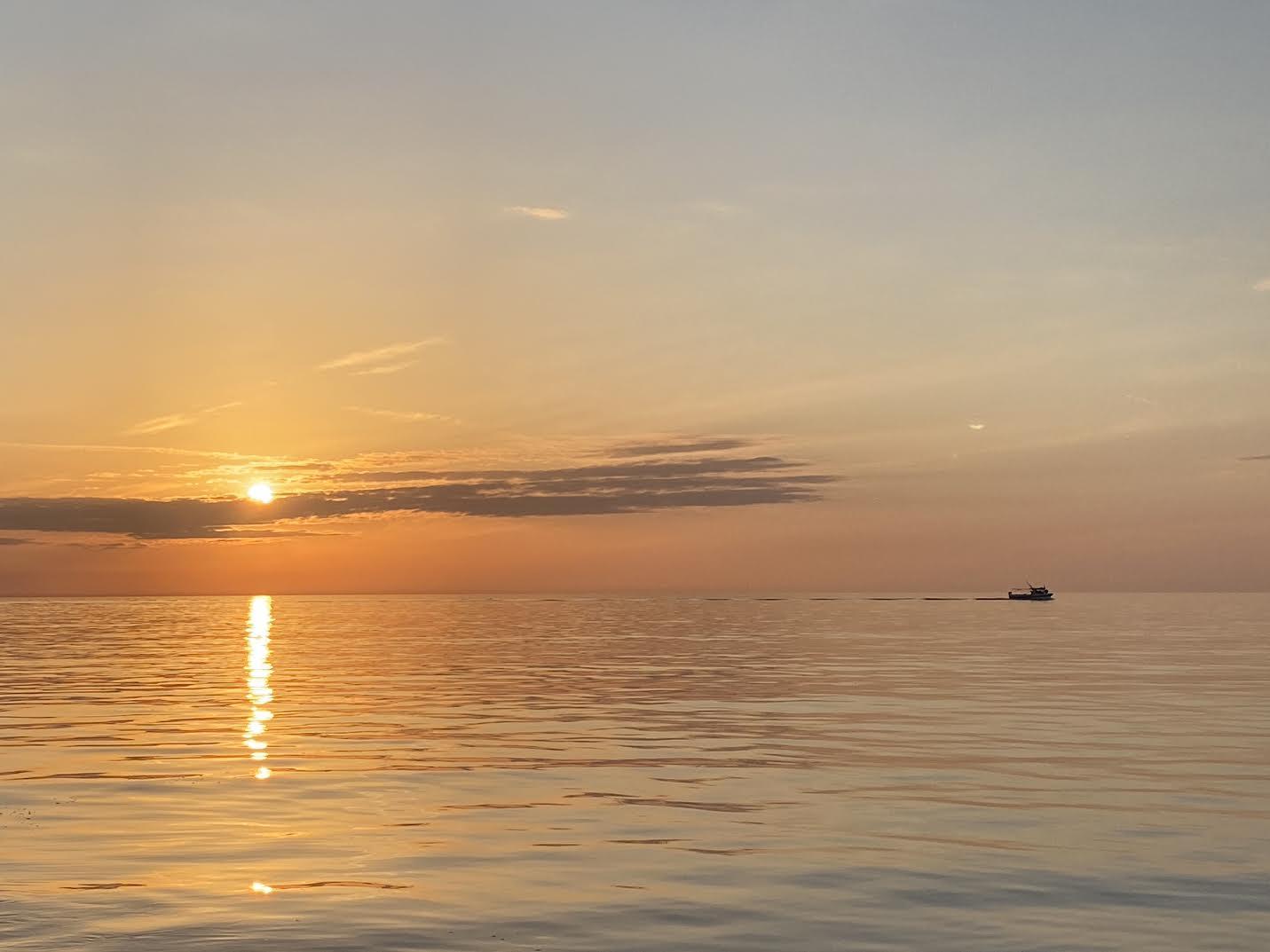 Au large de Centuri lorsque le Soleil descend (François Juillard)