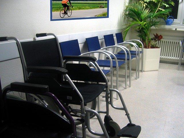 Salles d'attentes désertées, consultations annulées : le Covid-19 vide les cabinets médicaux de Corse