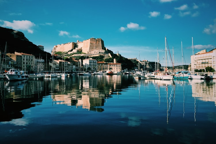 Amapa : autorisation  de services d'aide à domicile sur toute la Corse