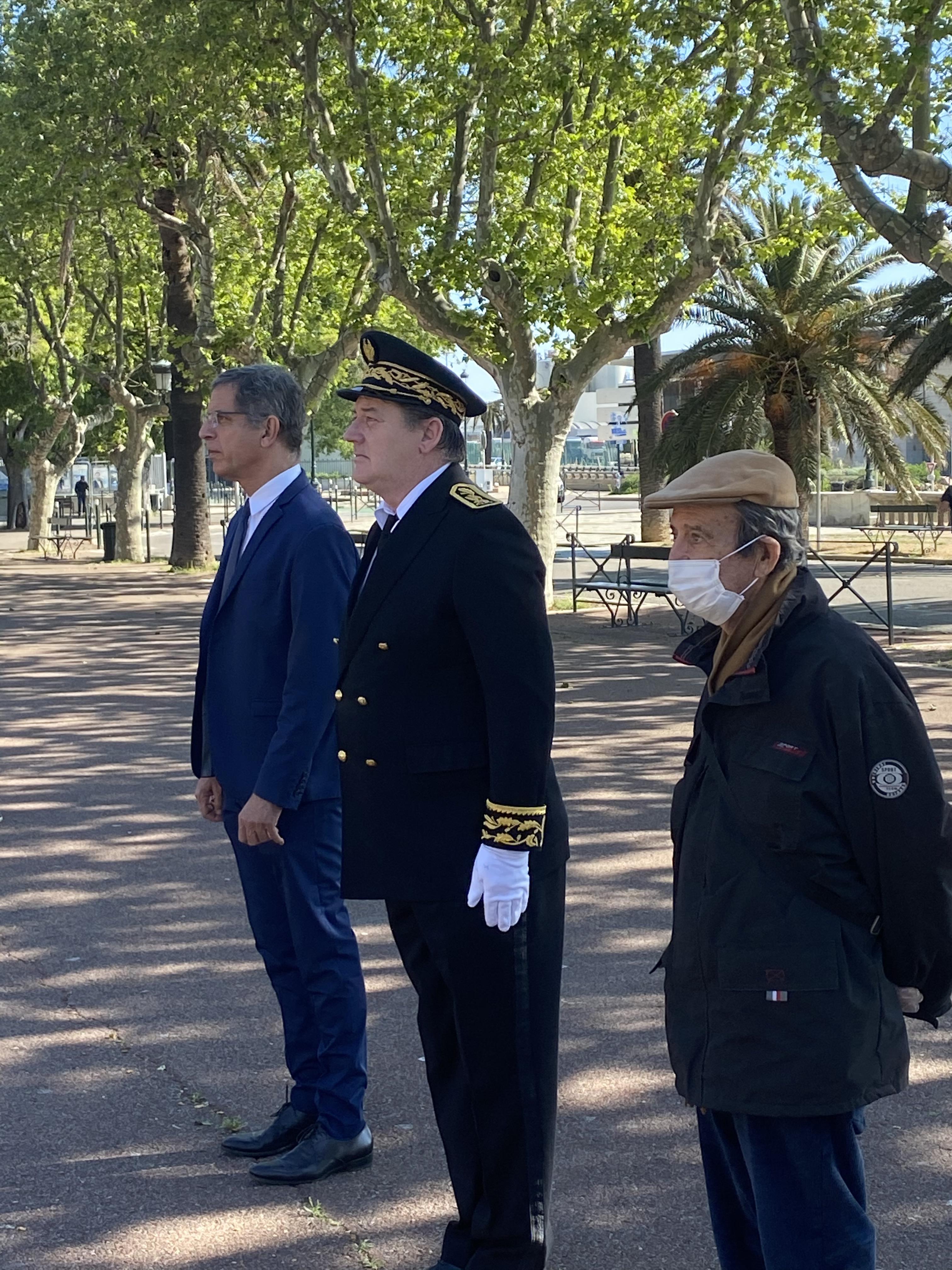 Le préfet de Haute-Corse, François Ravier et le maire de Bastia Pierre Savelli avec un représentant des fédérations