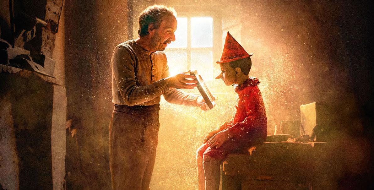 Gepetto présente à Pinocchio son attestation de sortie © Le Pacte