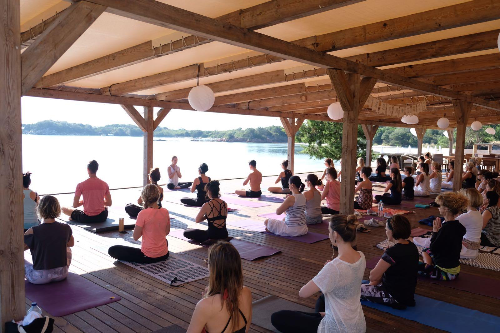 Idéal dans cette période de stress : le yoga !