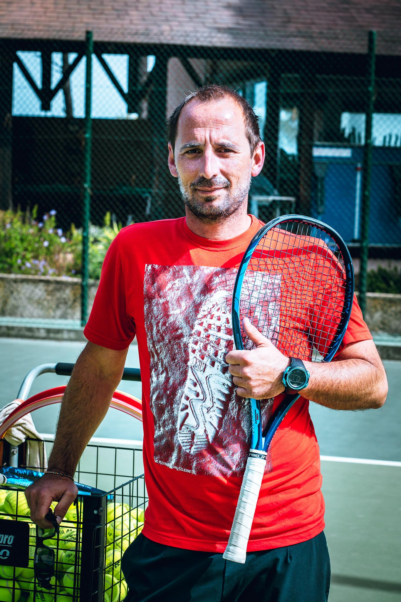 Fabien Bekenteche, prof de tennis à Calvi , heureux de retrouver les courts