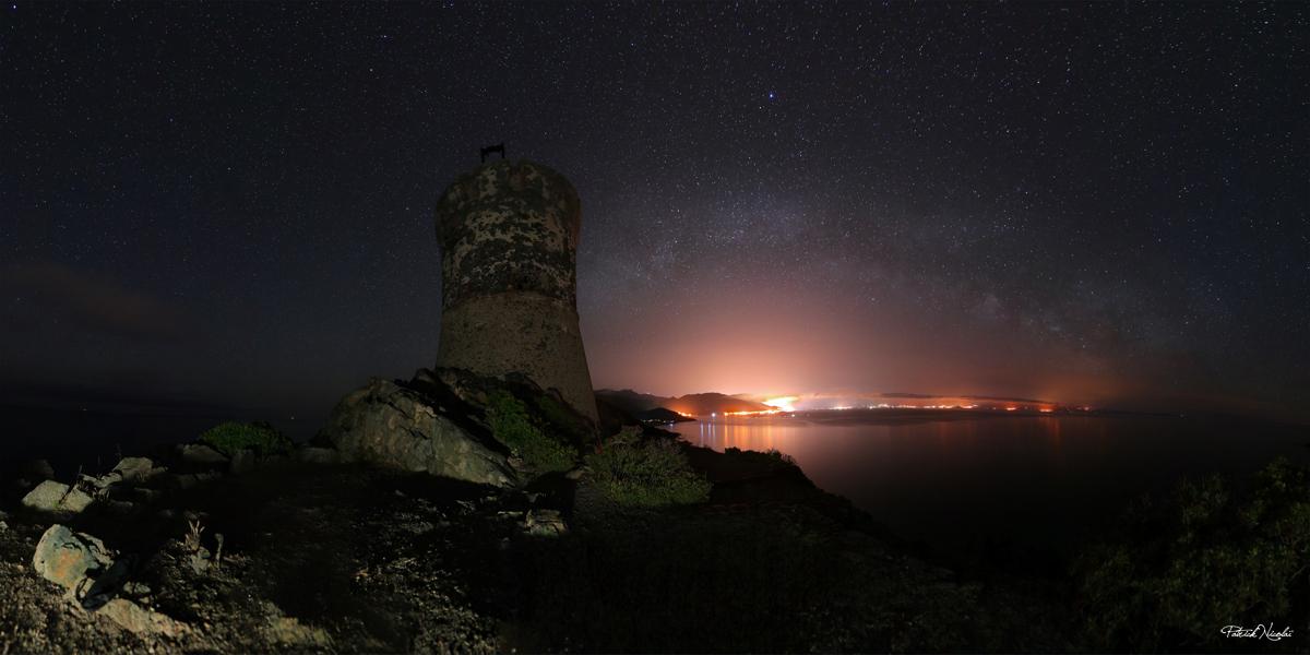 La photo du jour : l'arche de la Voie lactée au-dessus d'Ajaccio