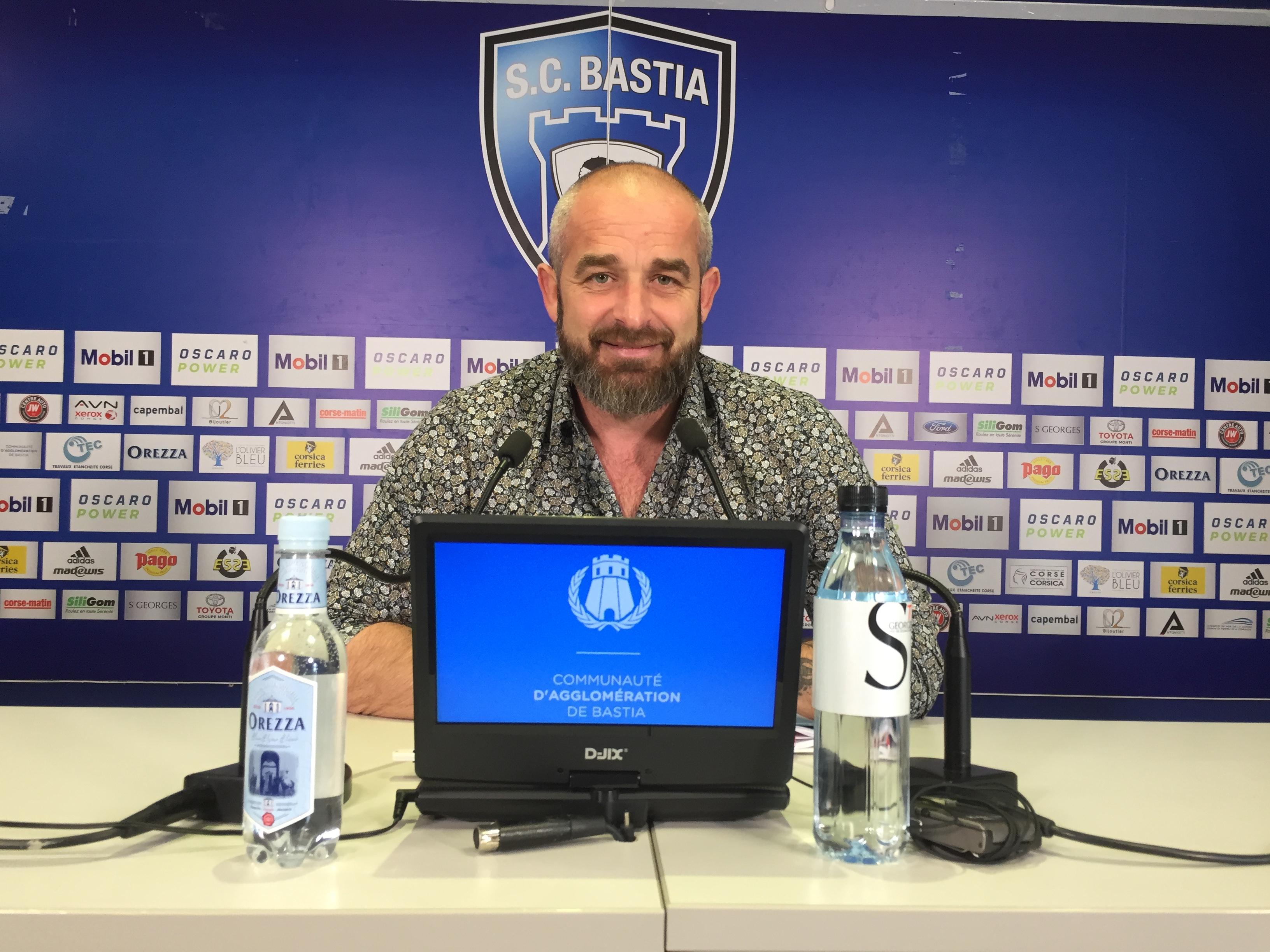 Mathieu Chabert, l'entraineur du SCB, confiant pour la saison prochaine en National