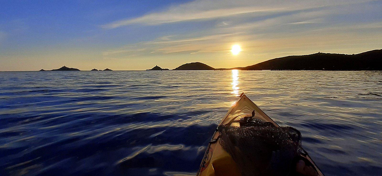 La photo du jour : en kayak dans les parages des Sanguinaires