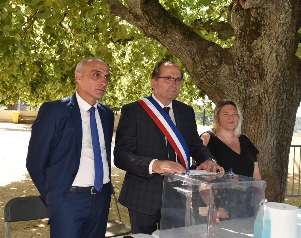 Pierre Guidoni  entouré de François Marchetti et Laétitia Manicacci