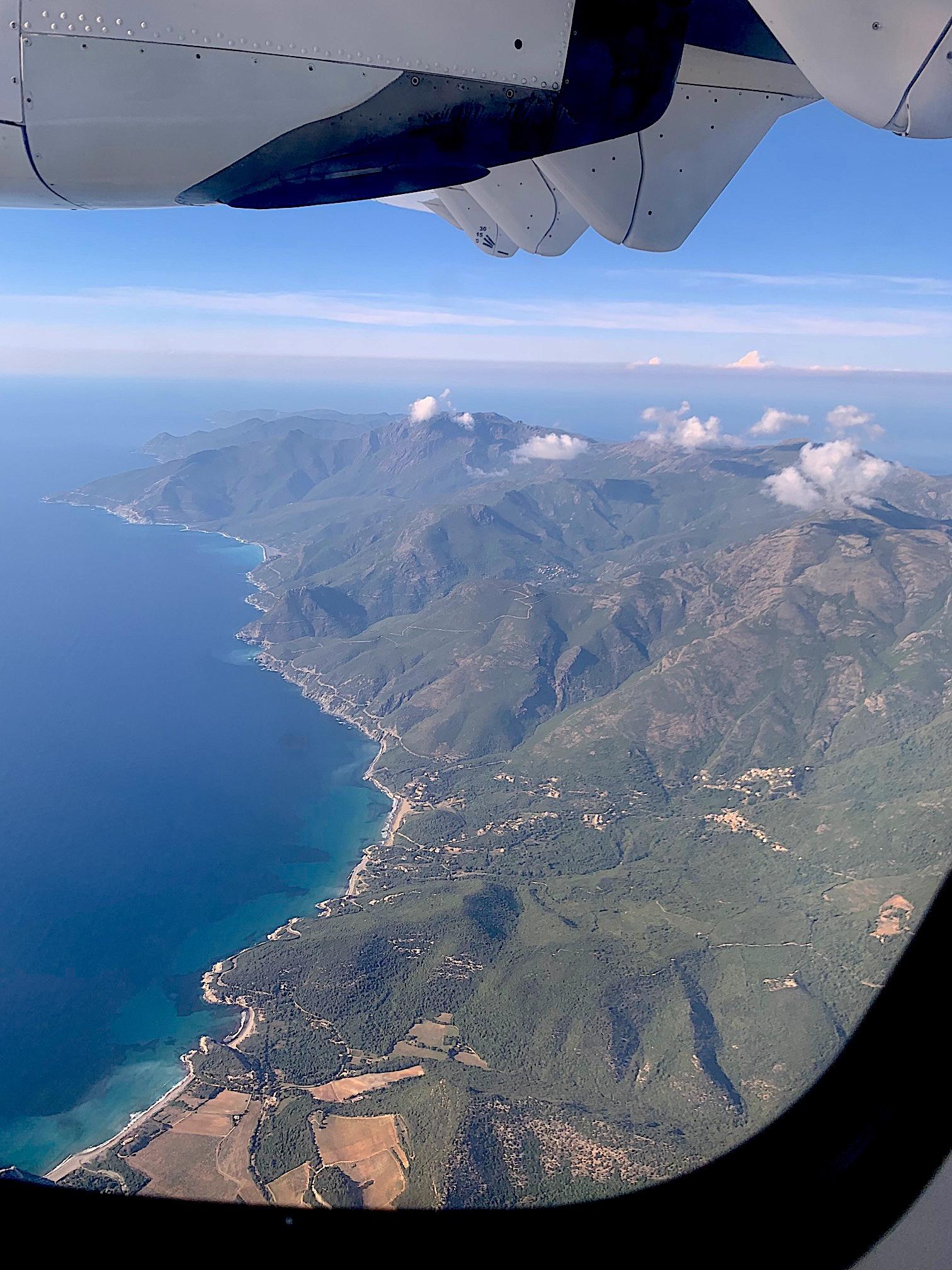 La photo du jour : sous les ailes d'Air Corsica, le Cap Corse