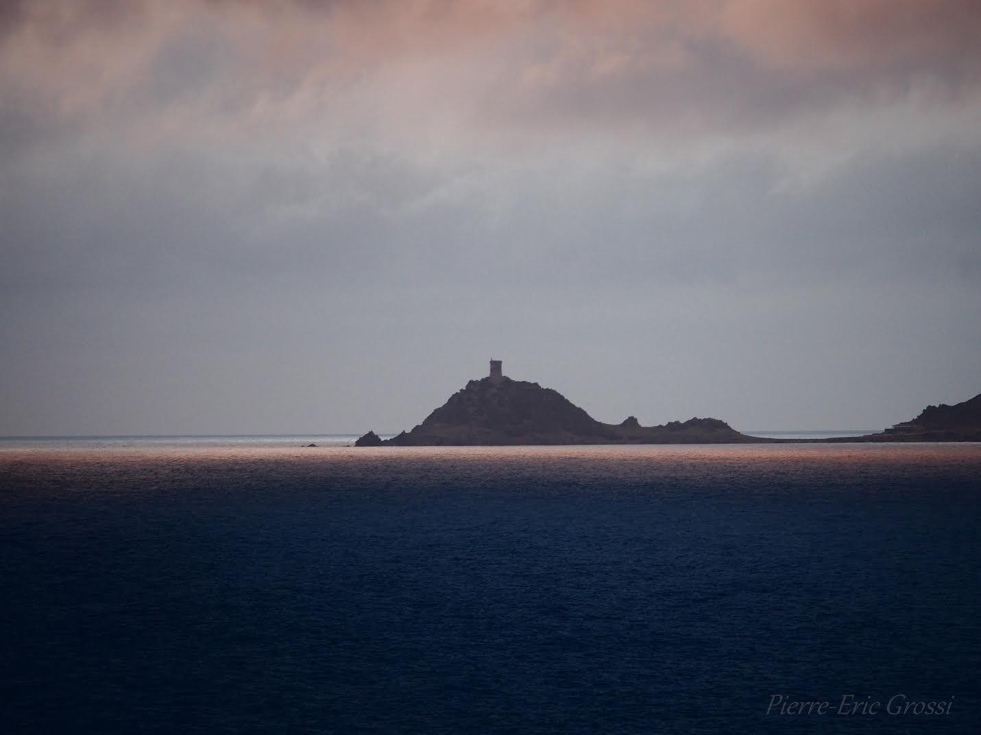 Crépuscule un soir d'orage au large des Sanguinaires (Pierre-Eric Grossi)