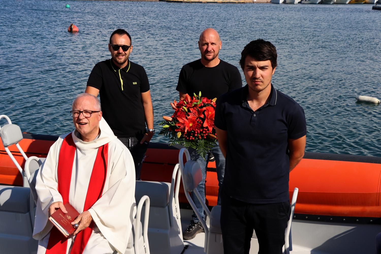 L'archiprêtre Ange Michel Valery entouré de trois confrères en civil