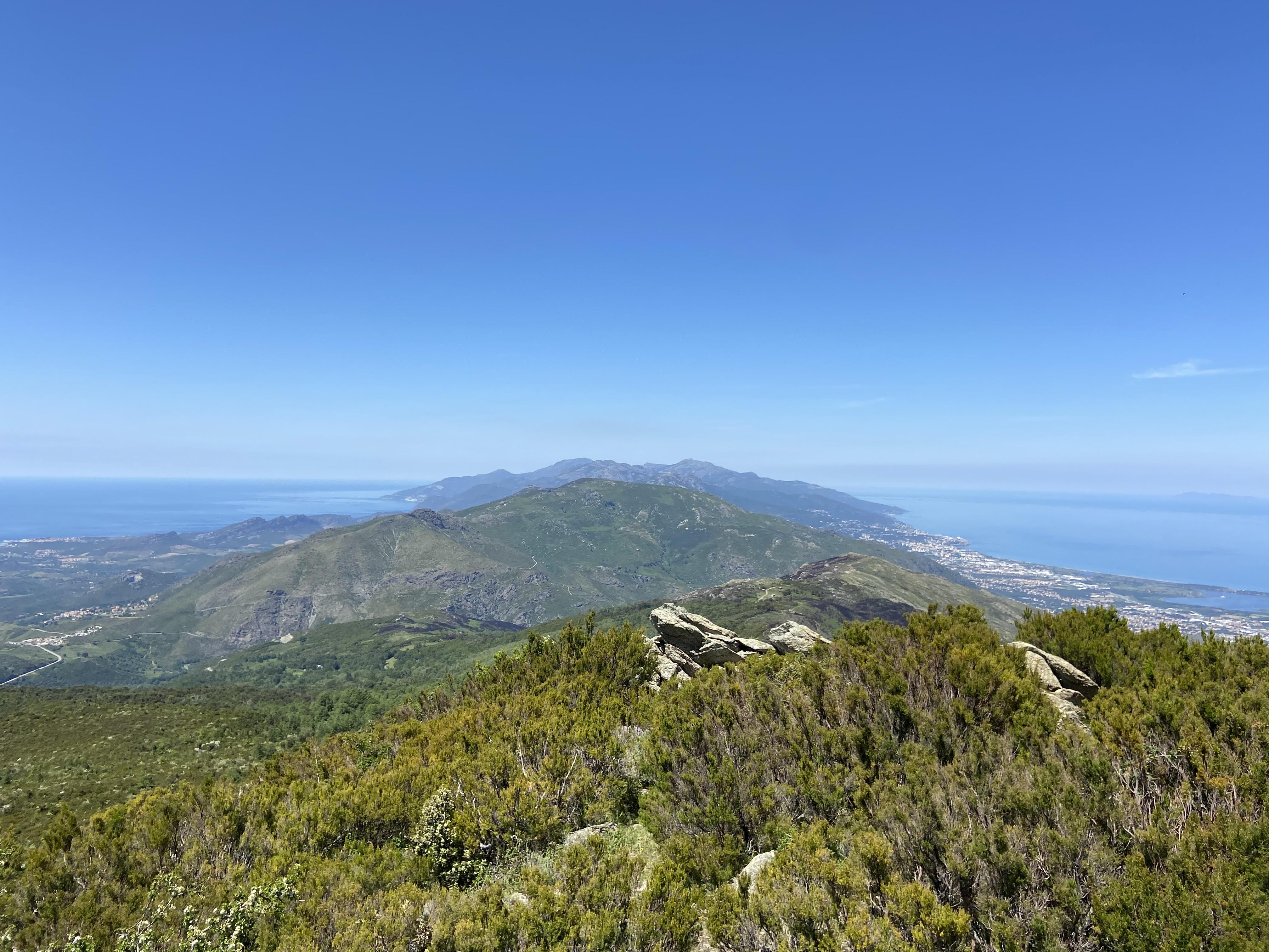 Le Cap corse depuis le maquis au dessus de Rutali (Enora Vanzo)