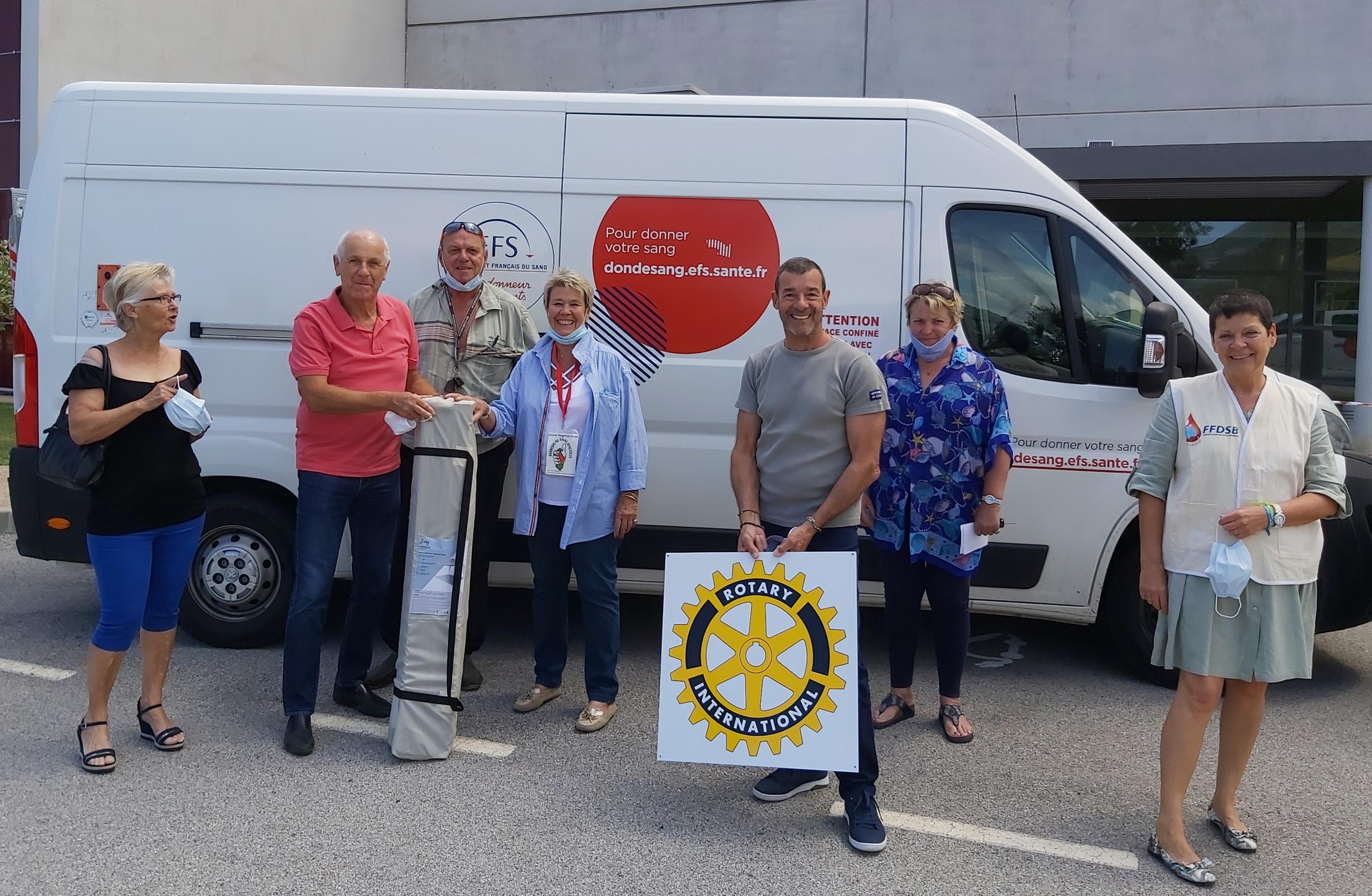 Le Rotary Calvi-Balagne offre une tonnelle mobile à l'association des Donneurs de Sang Bénévoles