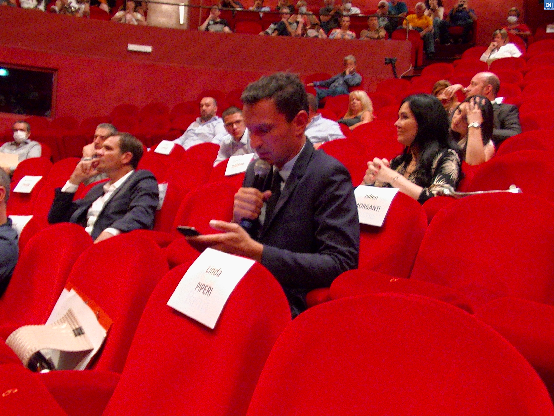 Julien Morganti lisant son communiqué. Photo Philippe Jammes.