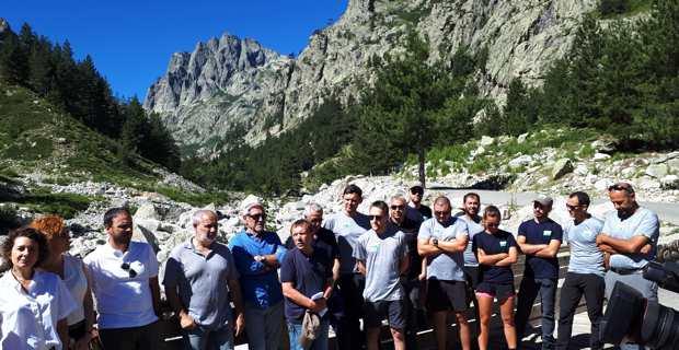Le président Sargentini, les agents de l'Office de l'environnement de la Corse et les maires des communes concernées dans la réserve naturelle du massif du Monte Ritondu.