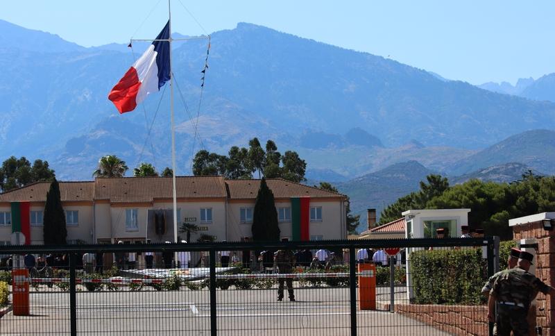 La grille du Camp Raffalli femée durant la prise d'armes (Photo GG)