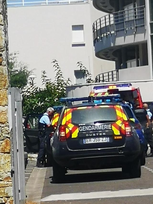 Sur place les gendarmes procédent aux premières investigations