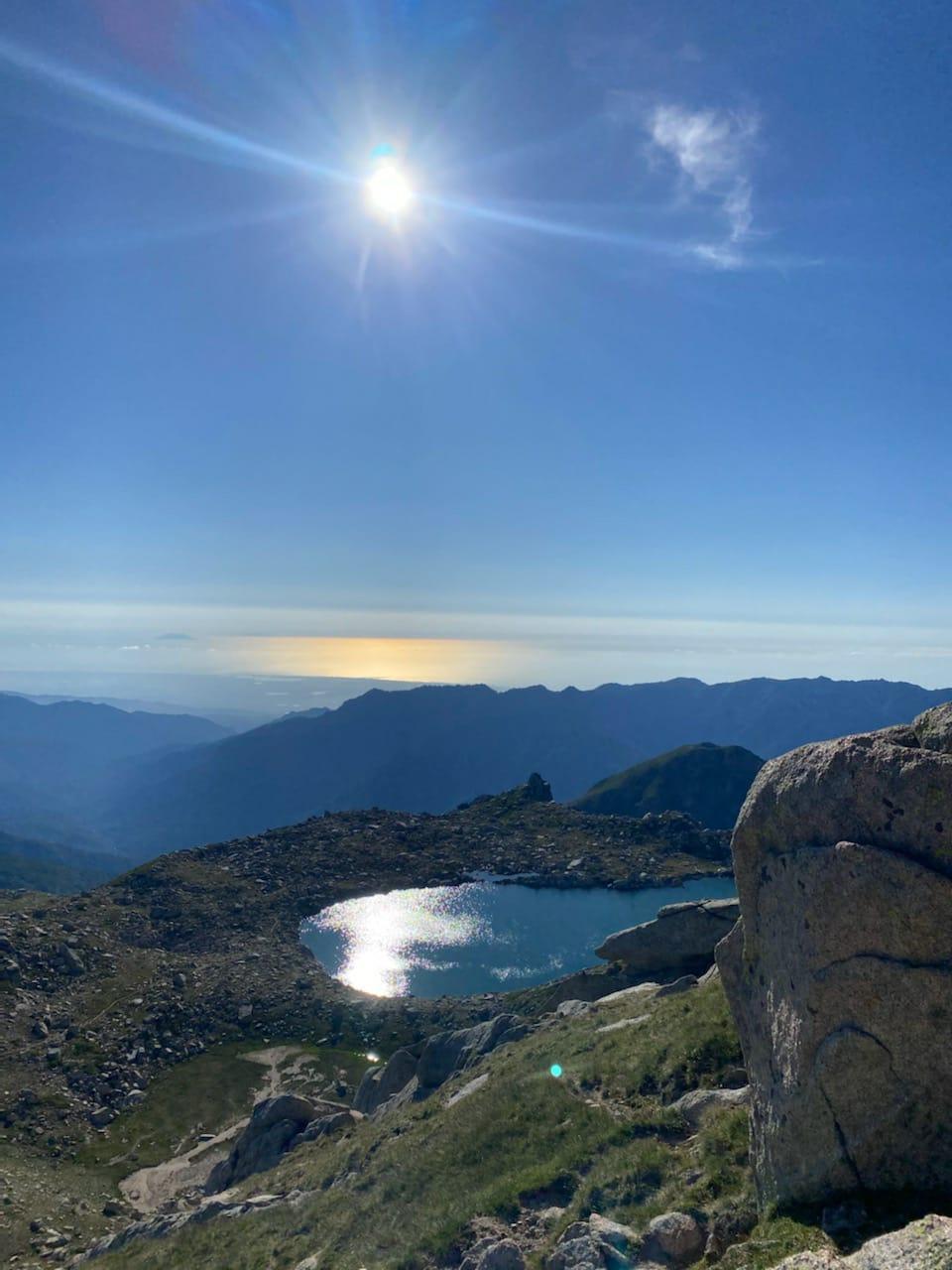 La photo du jour : au pied de la Punta Bacinellu, le lac de Bastani