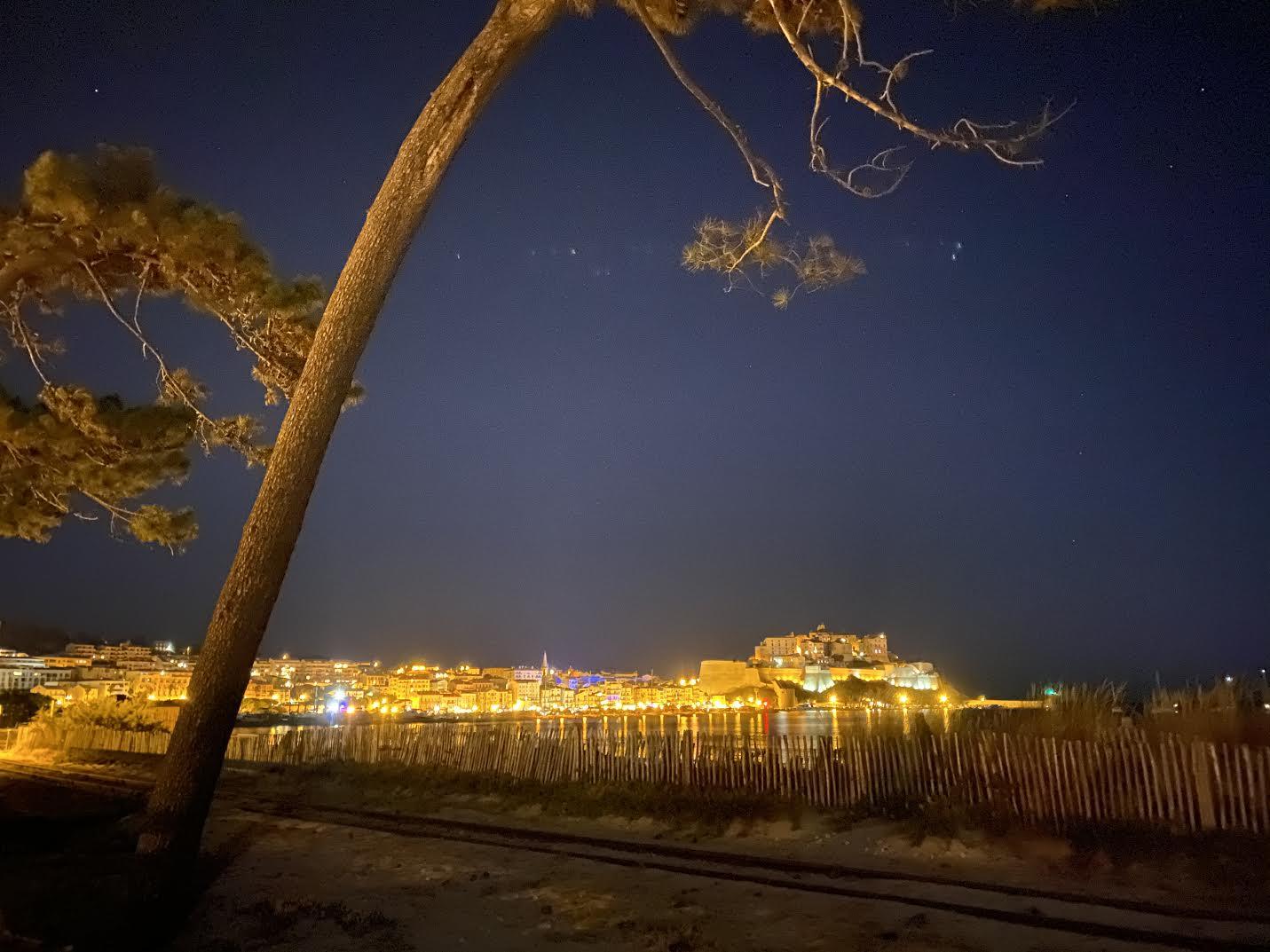 La photo du jour : les lumières de Calvi