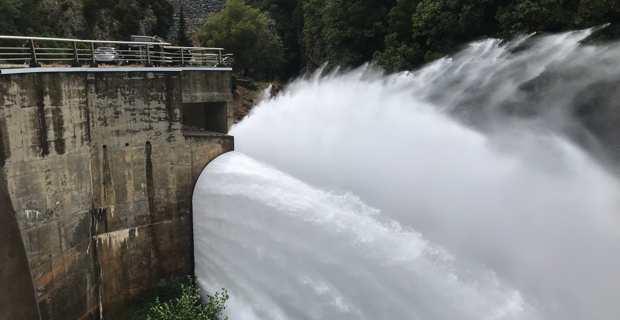 L'ouverture des vannes du barrage de l'Alisgiani en Haute-Corse.