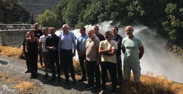 Le président de l'OEHC, Saveriu Luciani, entouré du directeur, des ingénieurs et des agents de l'OEHC, du président de la Chambre d'agriculture de Haute-Corse, Joseph Colombani, du maire de Chjatra Di Verde, Pancrace Maurizi, et du maire de San Ghjulianu, François-Xavier Ciccoli.