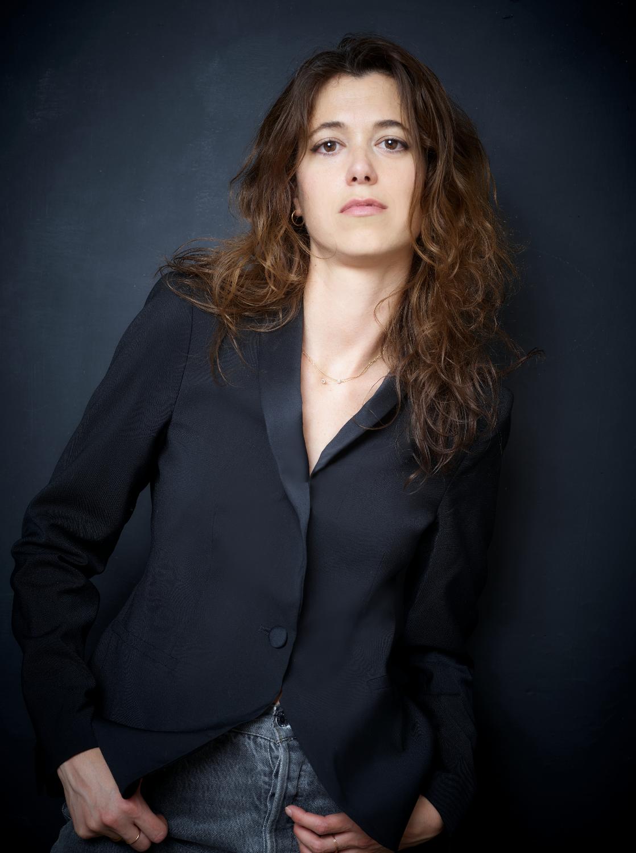 Francesca Serra est journaliste. Elle est née en 1983 à Ajaccio. Elle a menti pour les ailes est son premier roman