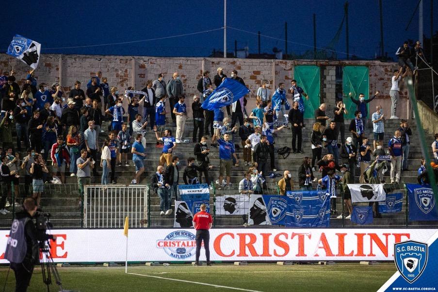 Les supporters du Sporting au stade Bauer @SCBastia
