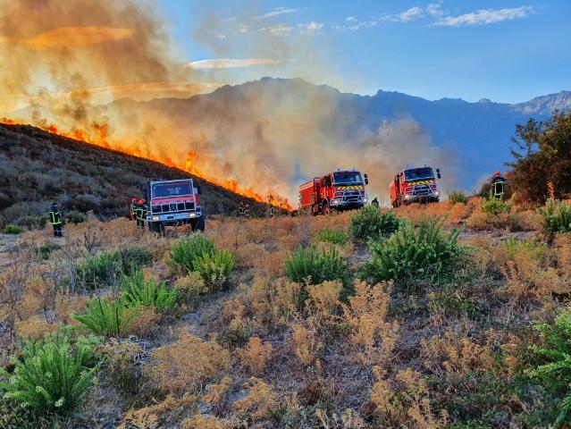 Des moyens aériens sur l'incendie au col de Salvi