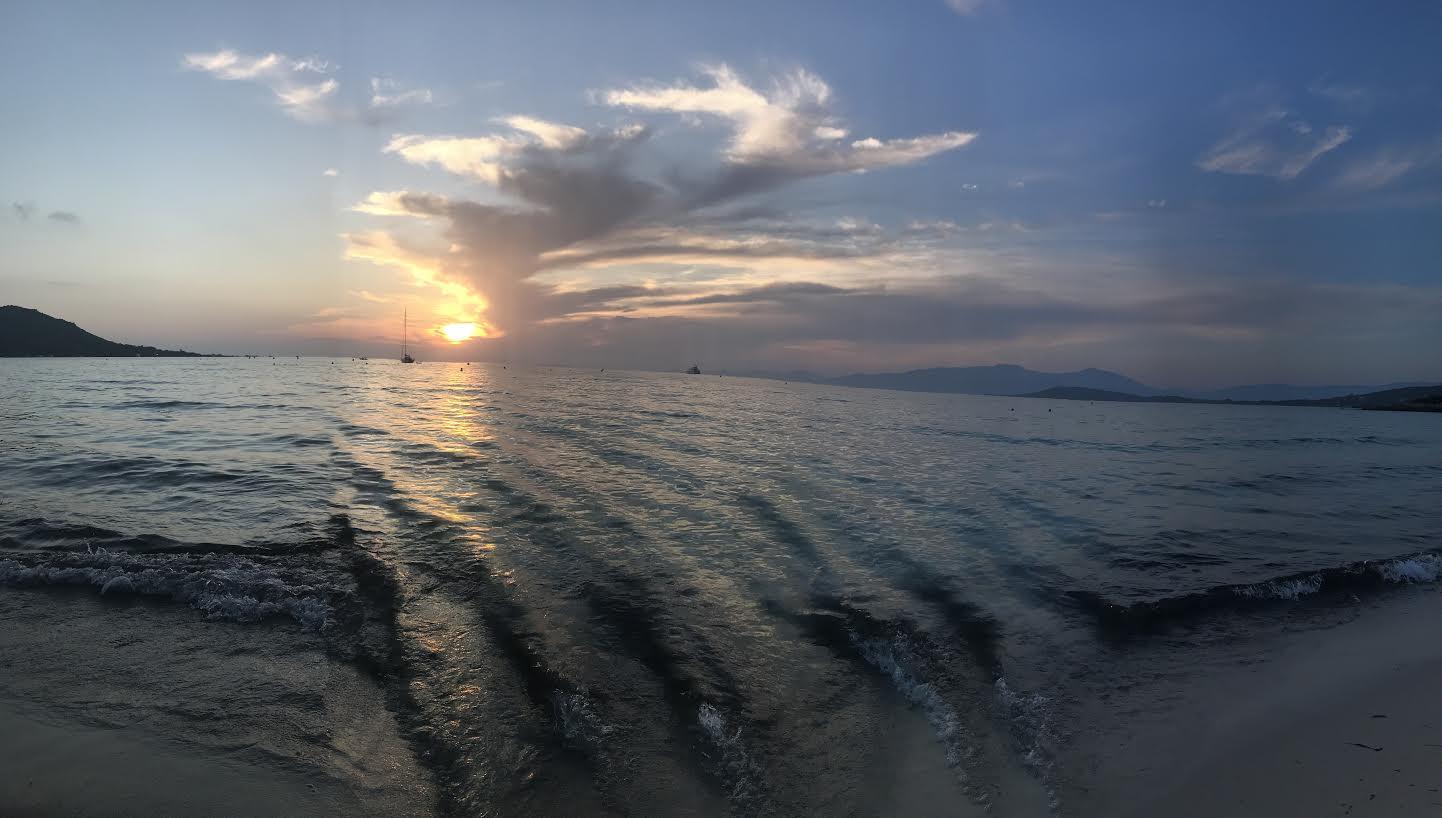 La plage d'argent un soir de ciel couvert (Graziella Covotta)