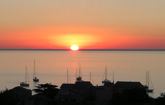 La photo du jour : coucher de soleil sur le Cap Corse