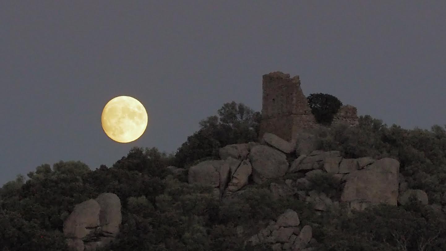 La photo du jour : pleine lune à San Ciprianu