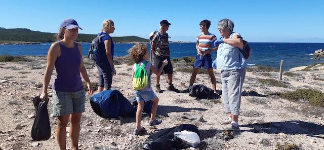 Bonifacio : opération de nettoyage de la plage de Vintilegni