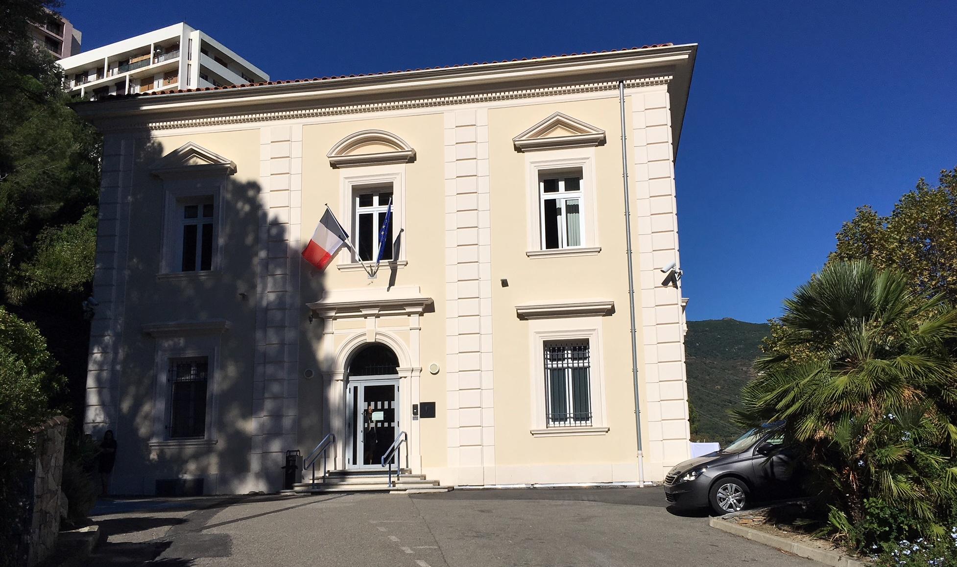 Port du masque à Bastia et Corte : Forza Nova devant le tribunal administratif