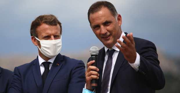 Le président de la République, Emmanuel Macron, et le président du Conseil exécutif de la Collectivité de Corse, Gilles Simeoni, à Bunifaziu.