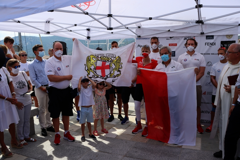 Echange de drapeaux entre le couple princier et le maire de Calvi (Photos Gilbert Guizol)