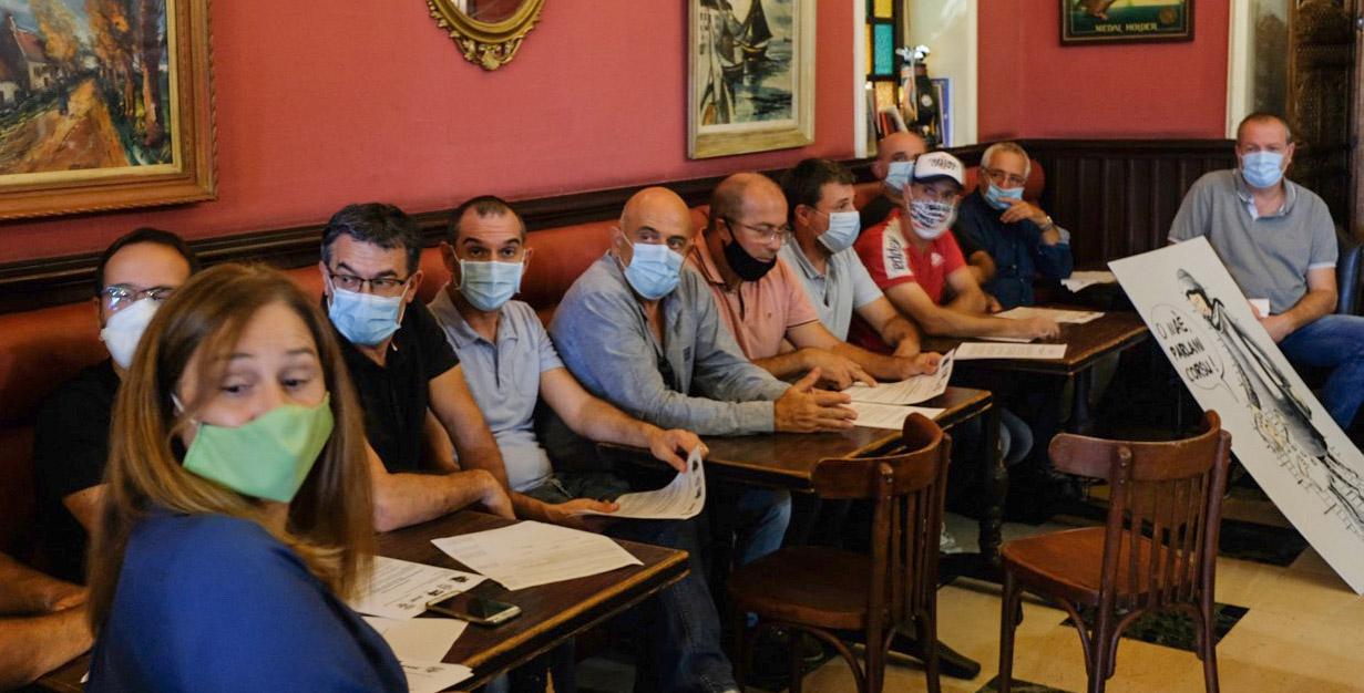 Le collectif s'est rassemblé au Café des Palmiers pour rencontrer les média