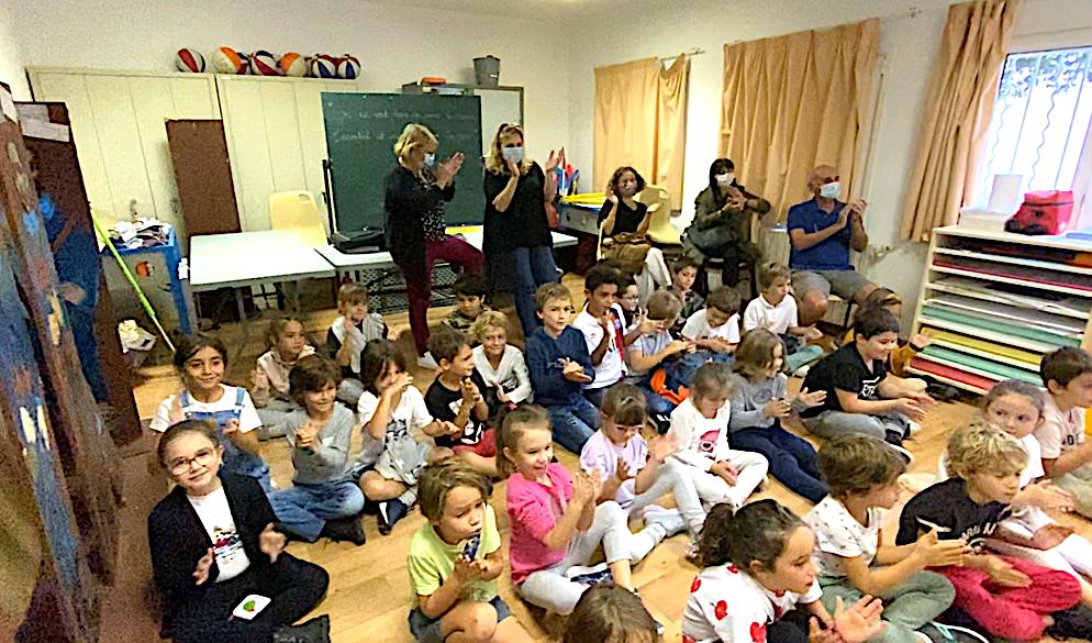 """Les élèves Marie-Louise Casanova et Michele Maestracci de l'école de Miomu sous le charme de """"Petrucciu è u lupu"""""""