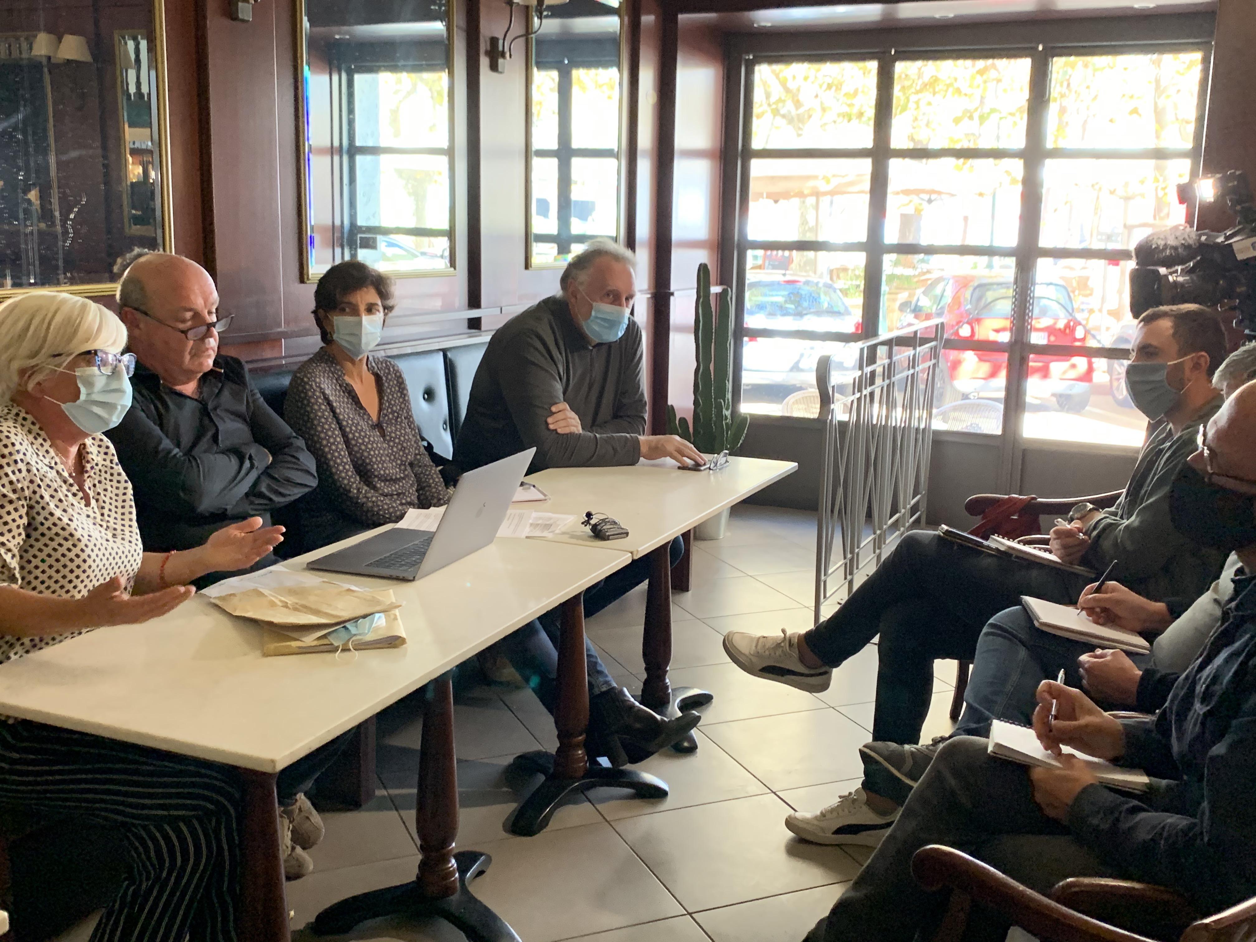 """Plusieurs membres du collectif """"Maffia No Vita Iè"""" lors de la conférence  de presse de ce 29 septembre"""