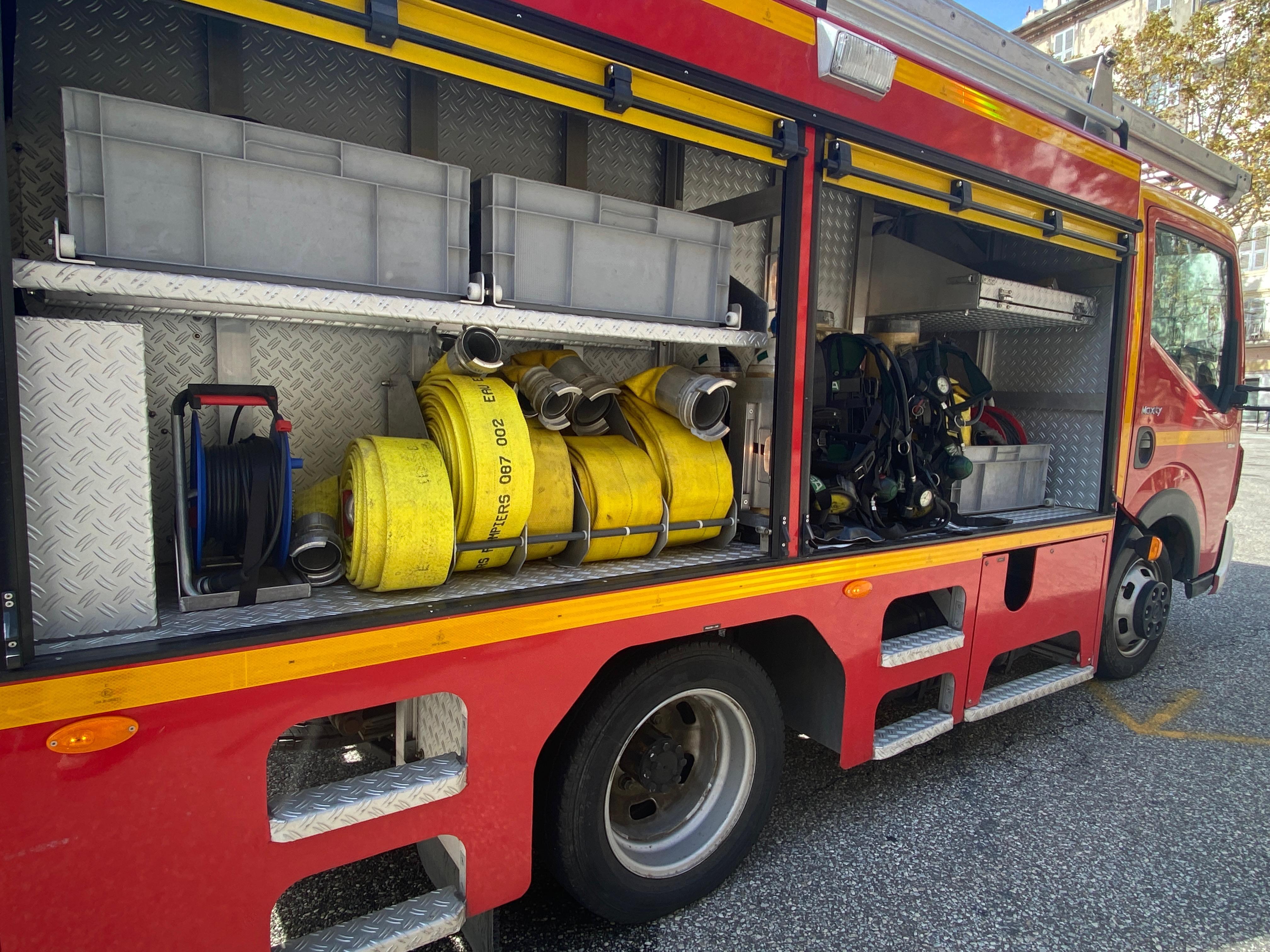 Une maison détruite par les flammes à Tizzano