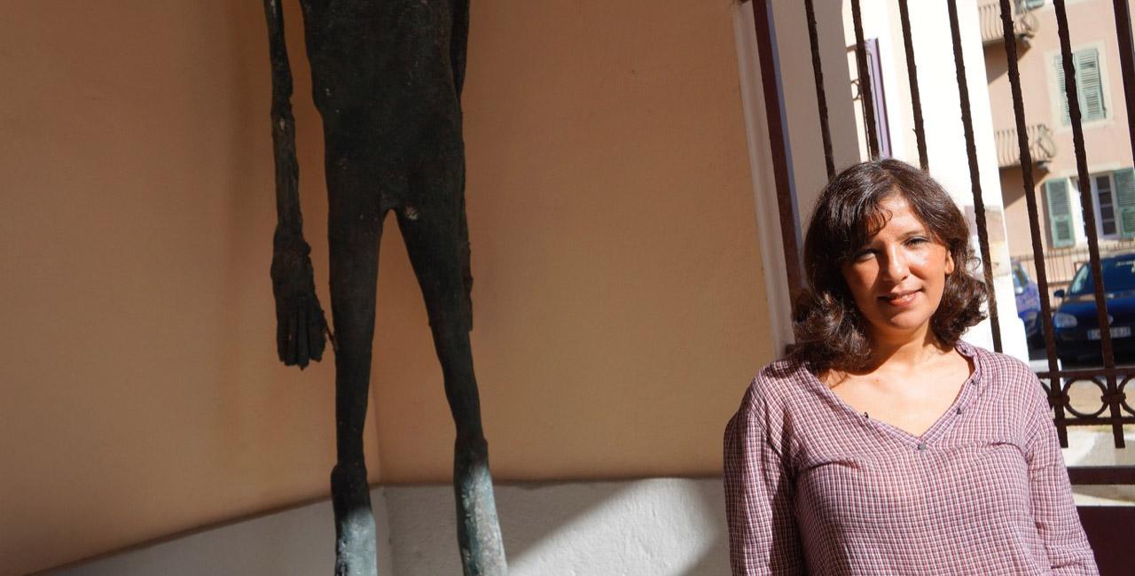 Kaouther Ben Hania au Théâtre de Bastia, pas loin d'une œuvre d'art